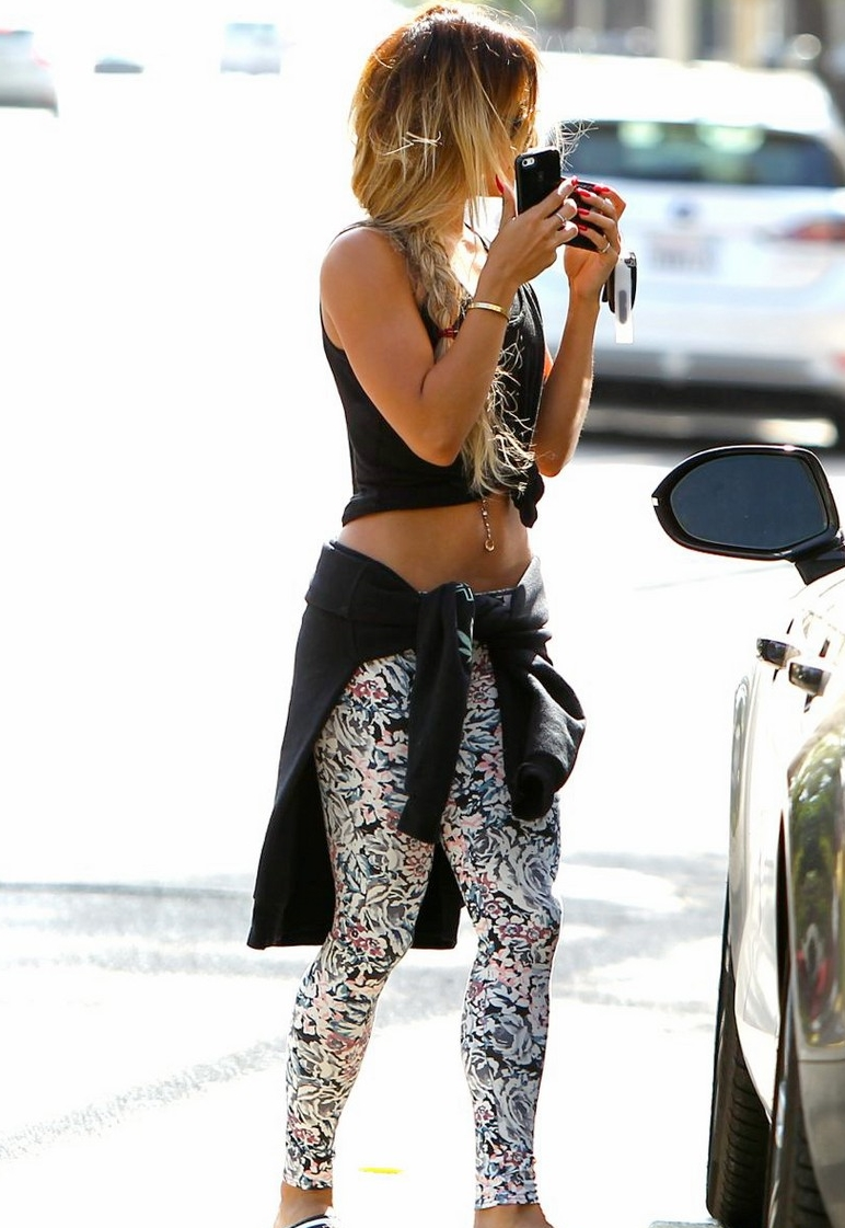 vanessa-hudgens-tummy-gym-workouts-pay-off-03.jpg