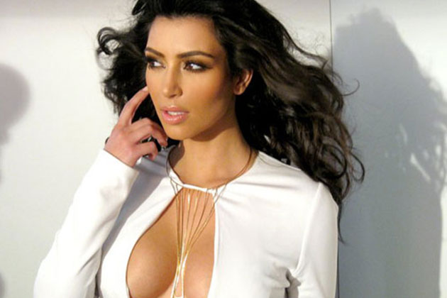 bf74d6e9362 Kim Kardashian s genius cleavage trick will leave you gobsmacked ...