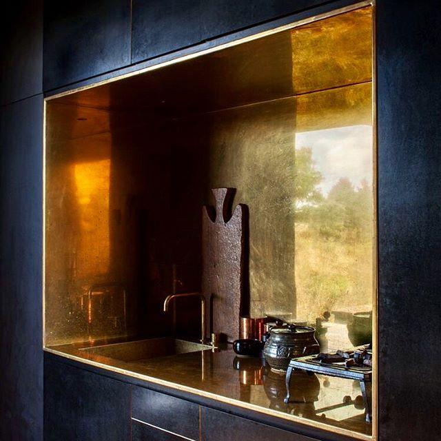 Breakfast in bed. #saturdaymorning #newzealandarchitecture #cheshirearchitects #cabin #niche #arnejacobsen #brass #copperkitchen #davidluck #melbournestyle #exposedbrick #montrealstyle #glossyblack #annesophiegoneau #striplight