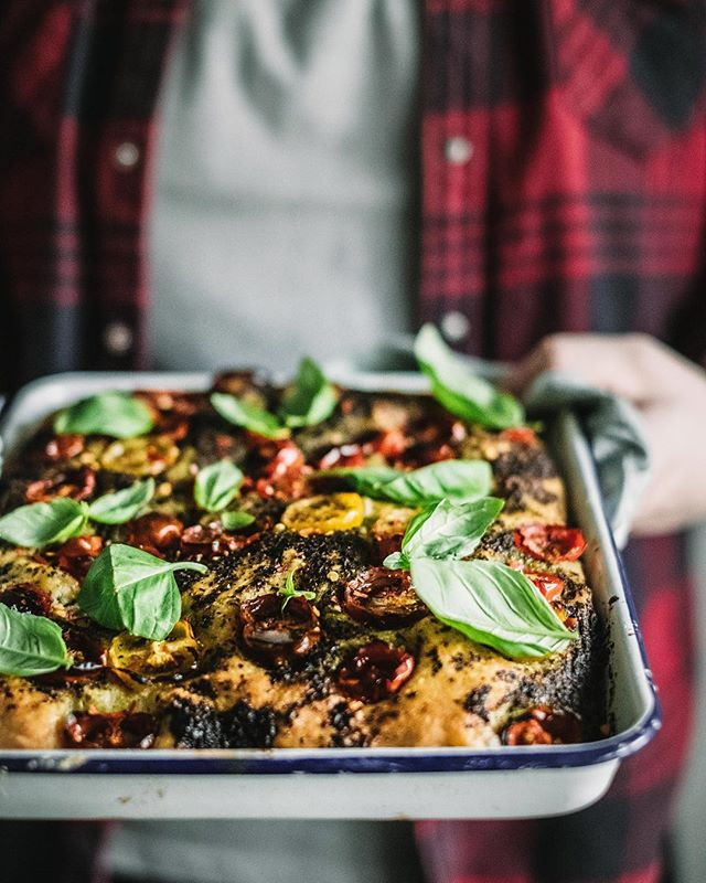 Anyone for a slice? 🙌🏼 I made @silviacollocaofficial's recipe for focaccia dough from her new book #lovelaughbake and it's a gem! I topped it with homemade pesto and tomatoes 💕 it's perfect after a day of shooting Christmas recipes and negotiating tradies at home all day for our kitchen/bathroom/laundry reno. Can't wait til it's done and I can cook in my new kitchen! Check out my stories to vote for our polished concrete flooring options for the kitch! Mel x #naturallynutritious #frommylittlekitchen