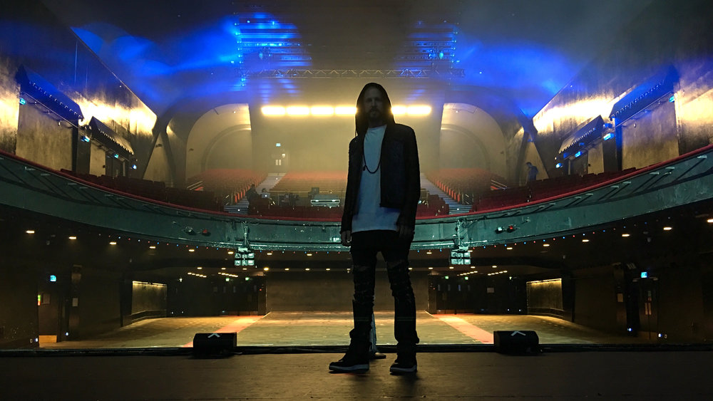 OnenO on stage in Paris.JPG