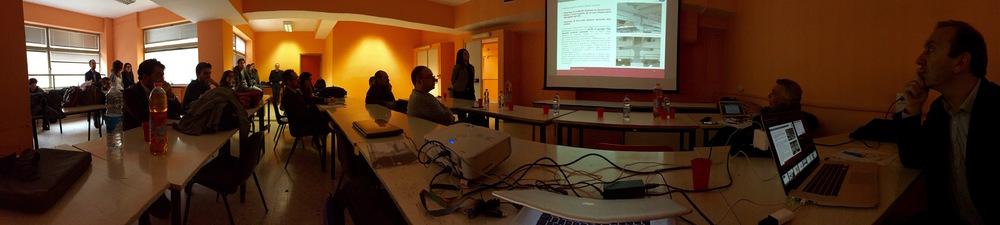 Un vista dell'aula G34 della Facoltà di Architettura durante una presentazione.