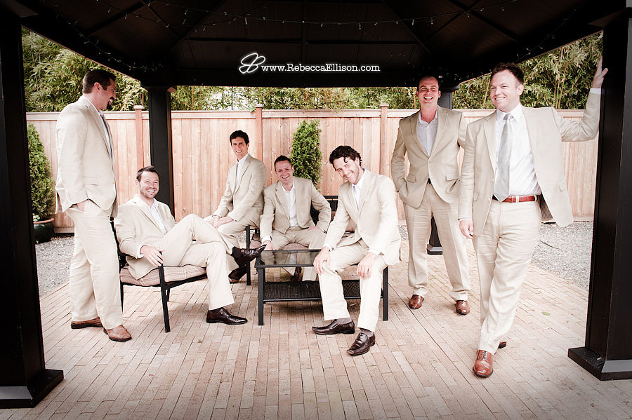 groomsmen relax at Jardin Del Sol wedding in Seattle