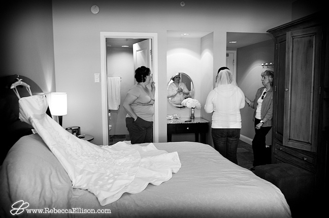 bride getting ready at Alderbrook Resort in Union WA