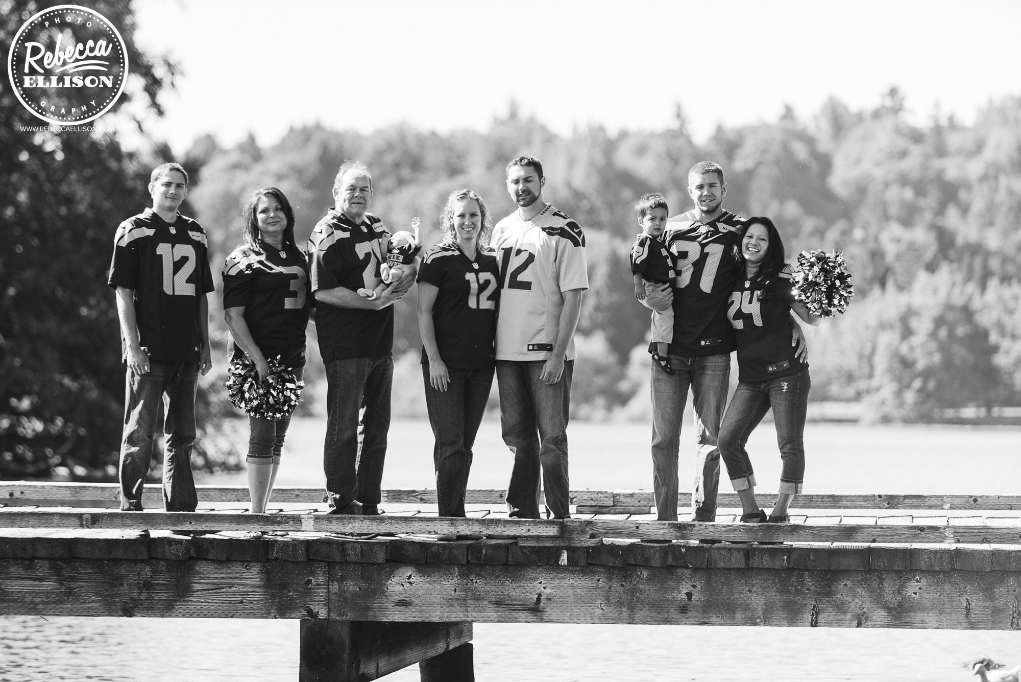 Team Spirit extended family portraits featuring Seahawks jerseys at Greenlake park in Seattle photographed by Rebecca Ellison Photography