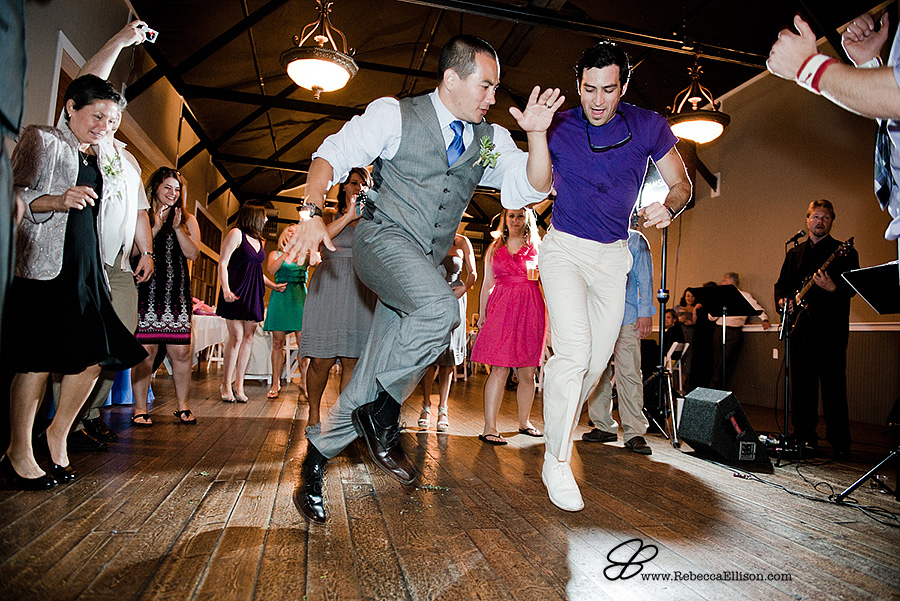 Snohomish wedding photographer Rebecca Ellison captures great dance party during wedding reception at Hidden Meadows Snohomish Washington wedding venue