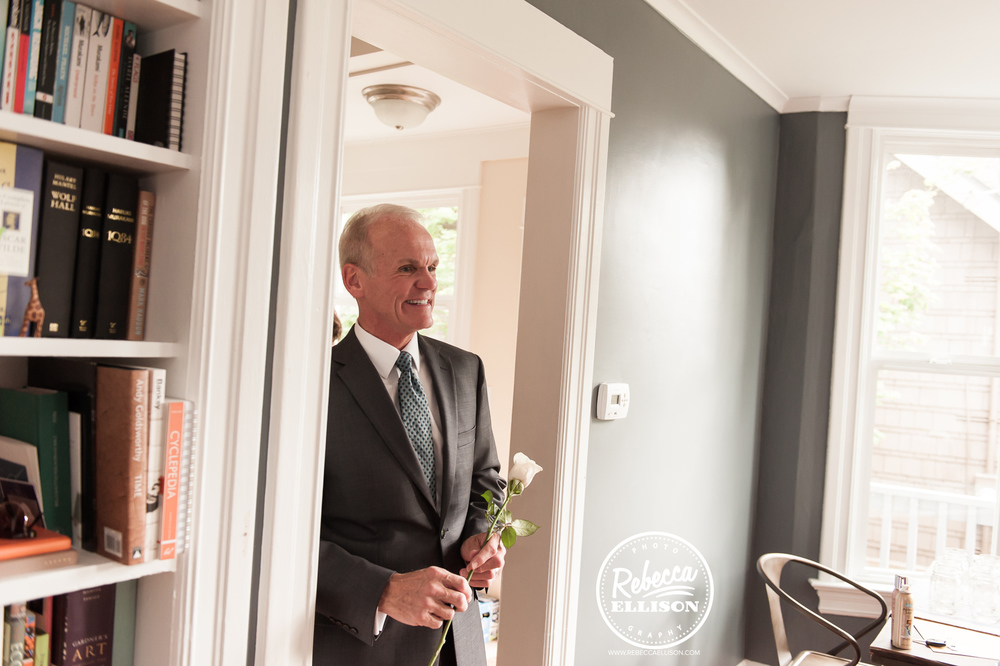 Dad gets ready for his daughter's wedding in Seattle photographed by Rebecca Ellison Photography