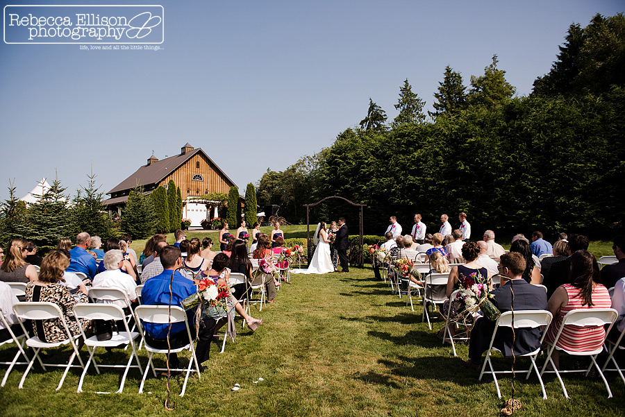 Outdoor summer wedding ceremony at Snohomish wedding venue Tazer Valley Farm