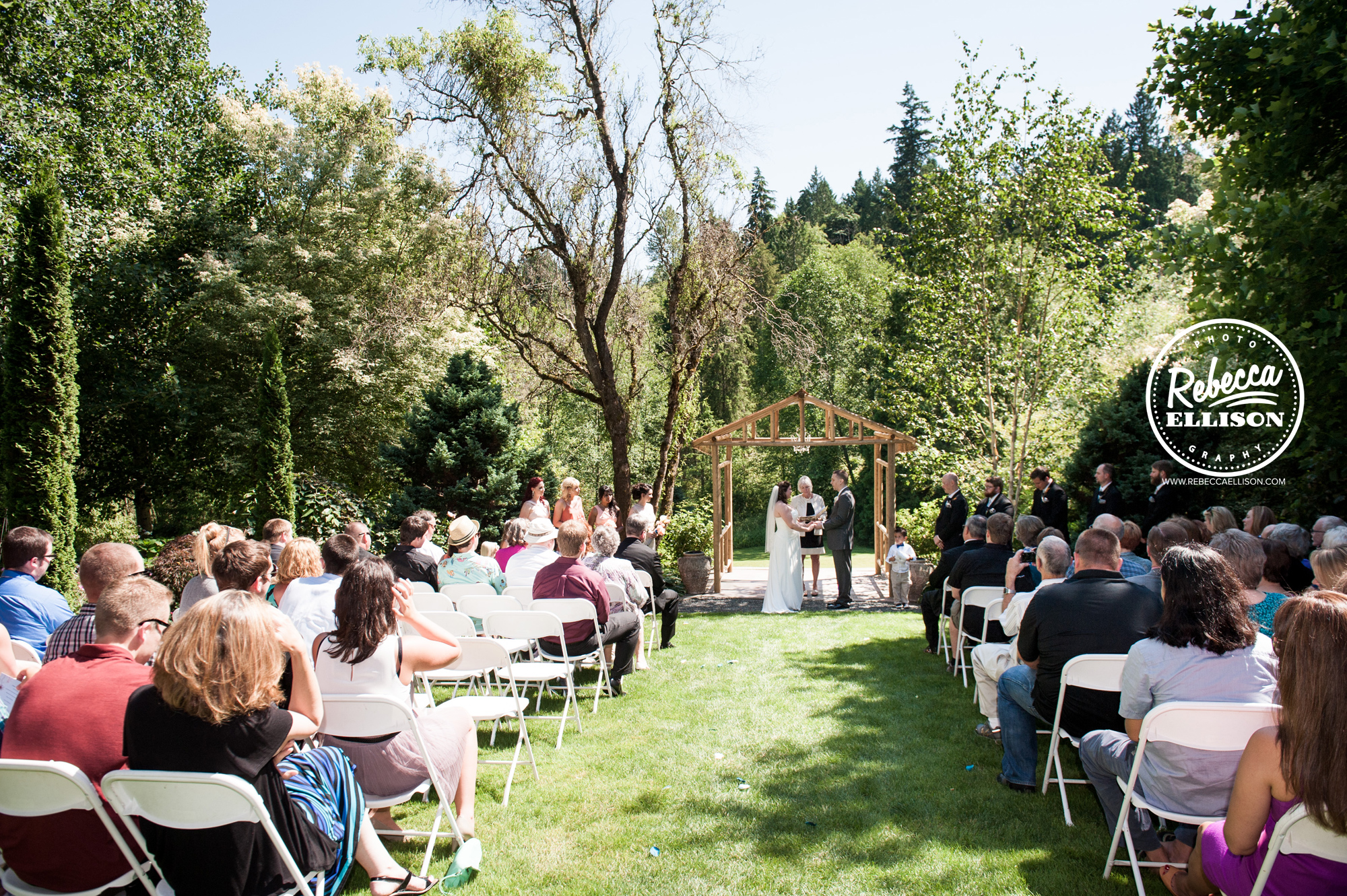 Wedding ceremony at Jardin del Sol photographed by Seattle wedding photographer Rebecca Ellison