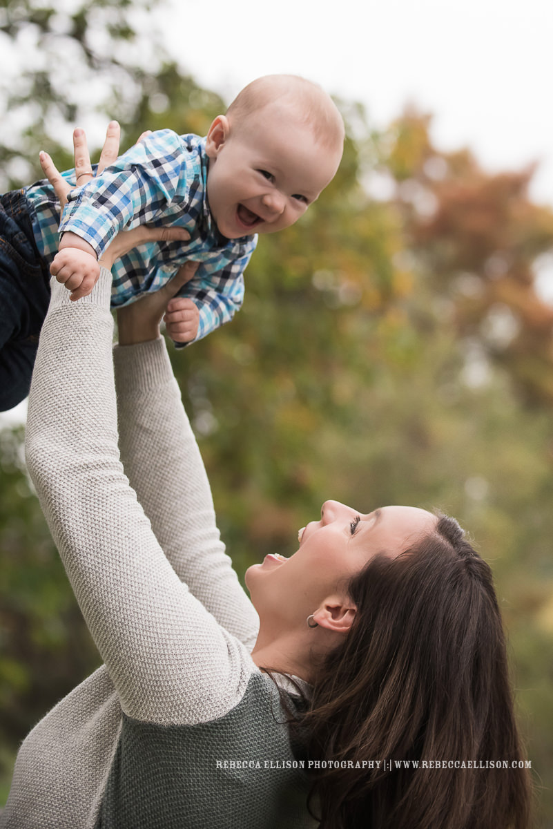 Outdoor family pictures with baby at Greenlake in Seattle. By popular baby photographer Rebecca Ellison