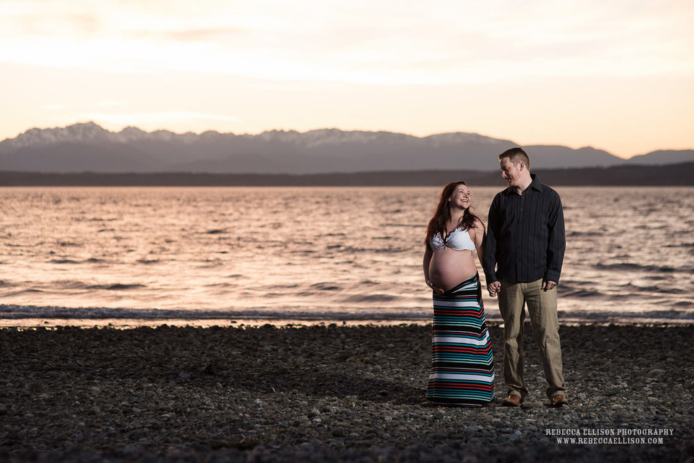 sunset maternity photos on the beach of carkeek park