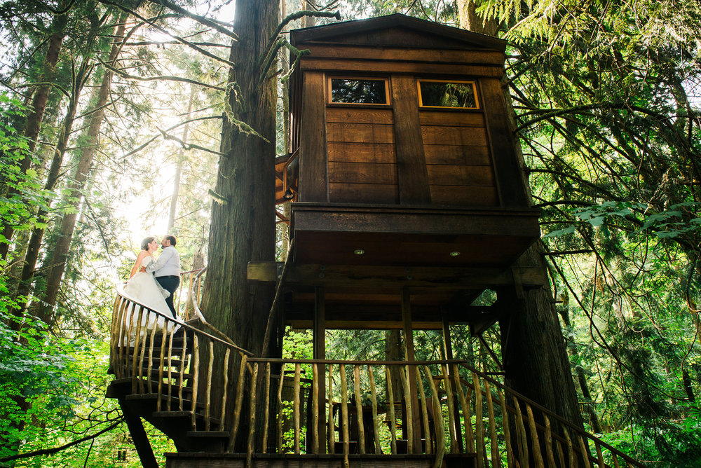 bride and groom portrait in a treehouse