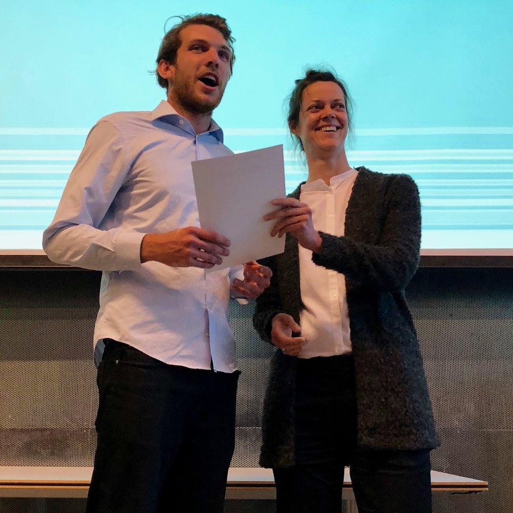 Heike Rahmann awarding the Warner's Student Prize