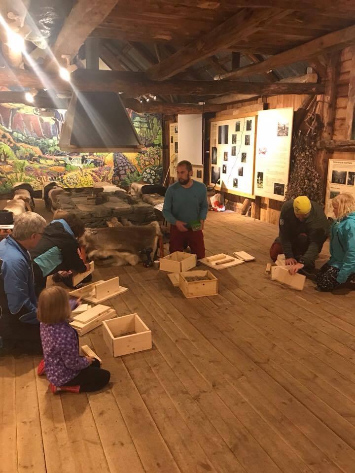 Humleinstruktør Åsmund Nordgulen tilbyr også kurs i humlekassebygging ved Utladalen Naturhus. FOTO: Utladalen Naturhus