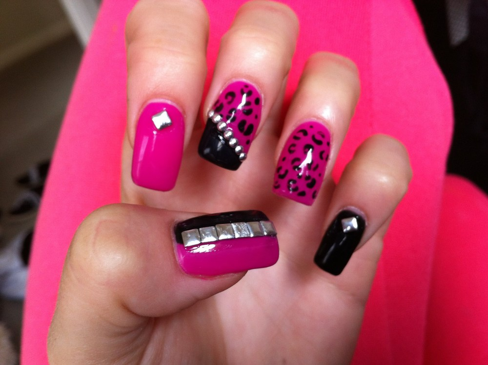 acrylic-nails-with-gel-polish-studs-and-leopard-print.jpg