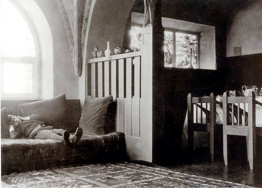 sarrinen på sofaen som barn.jpg