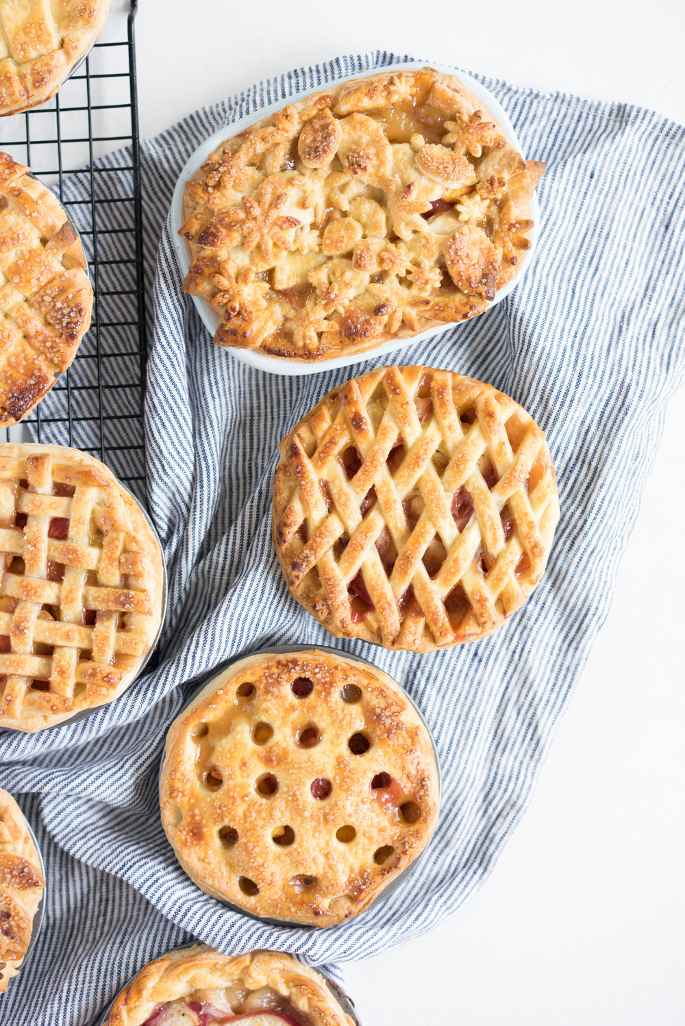 Mini peach pies - individual peach pies, perfect for a picnic, bbq, or summer dessert