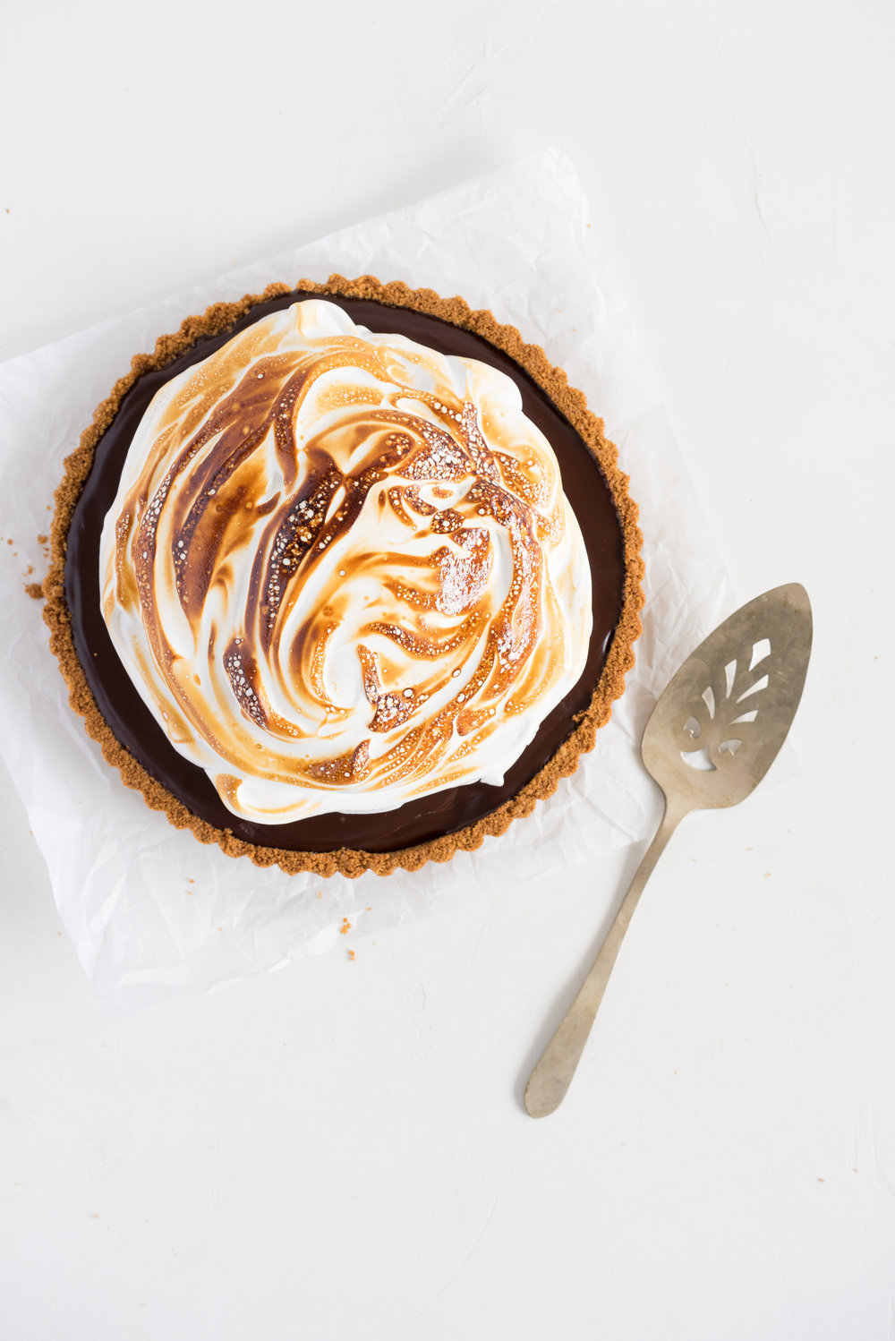 S'mores tart - brown butter graham cracker crust, silky chocolate ganache filling, and toasty vanilla bean marshmallow. #tart #chocolatetart #s'morestart #grahamcracker #smorestart #brownbutter #chocolateganache