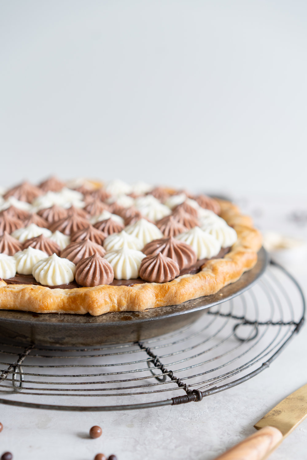 Malted Dark Chocolate Cream Pie with Cream Cheese Whip. A flaky pie crust is topped with a silky malted dark chocolate pudding, and topped with a chocolate and vanilla bean piped cream cheese whipped cream. #creamcheese #chocolatepie #maltedmilk