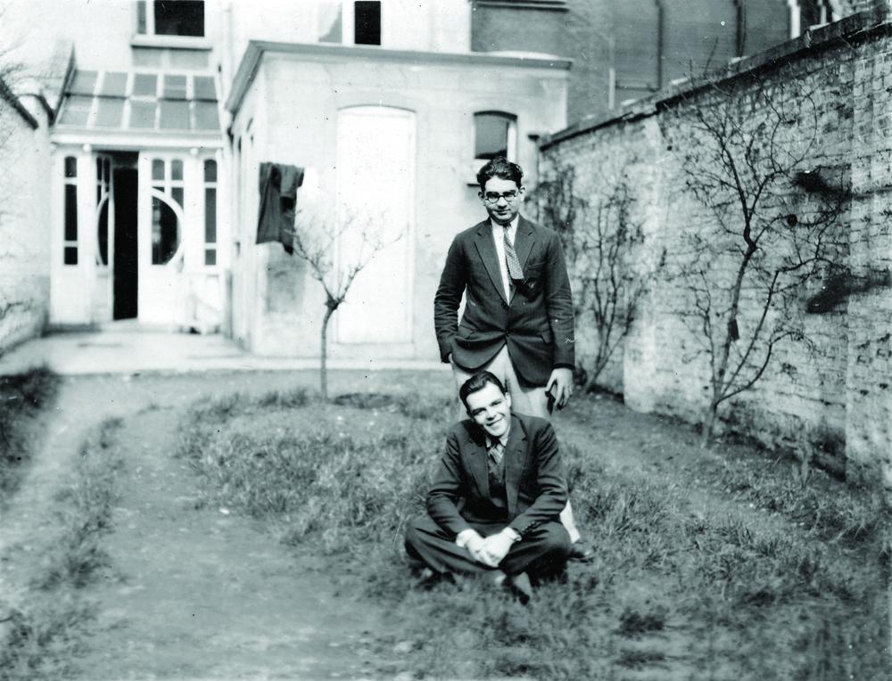 José Antonio Caro Álvarez junto a un amigo en Gante, Bélgica, 1929.