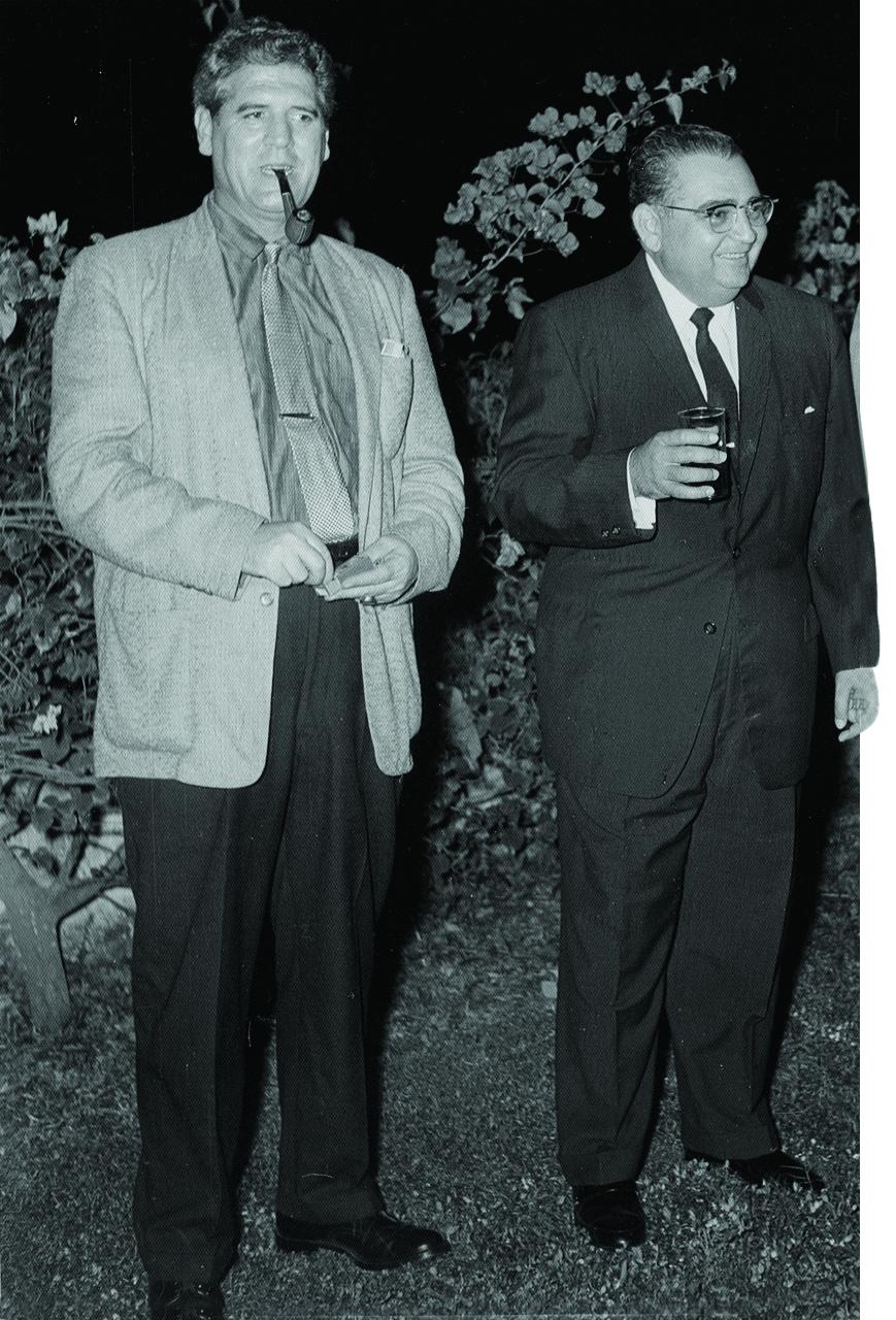 José Antonio Caro Álvarez junto a su entrañable amigo José Vela Zanetti, c. 1950.