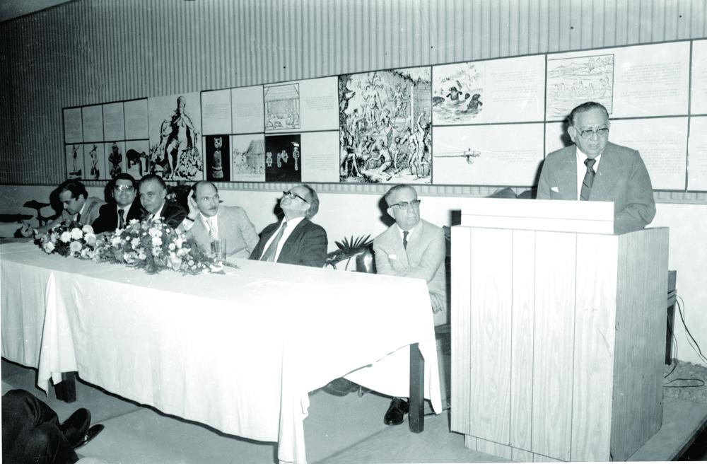 José Antonio Caro Álvarez dictando una conferencia en el Museo de Hombre Dominicano, 1977