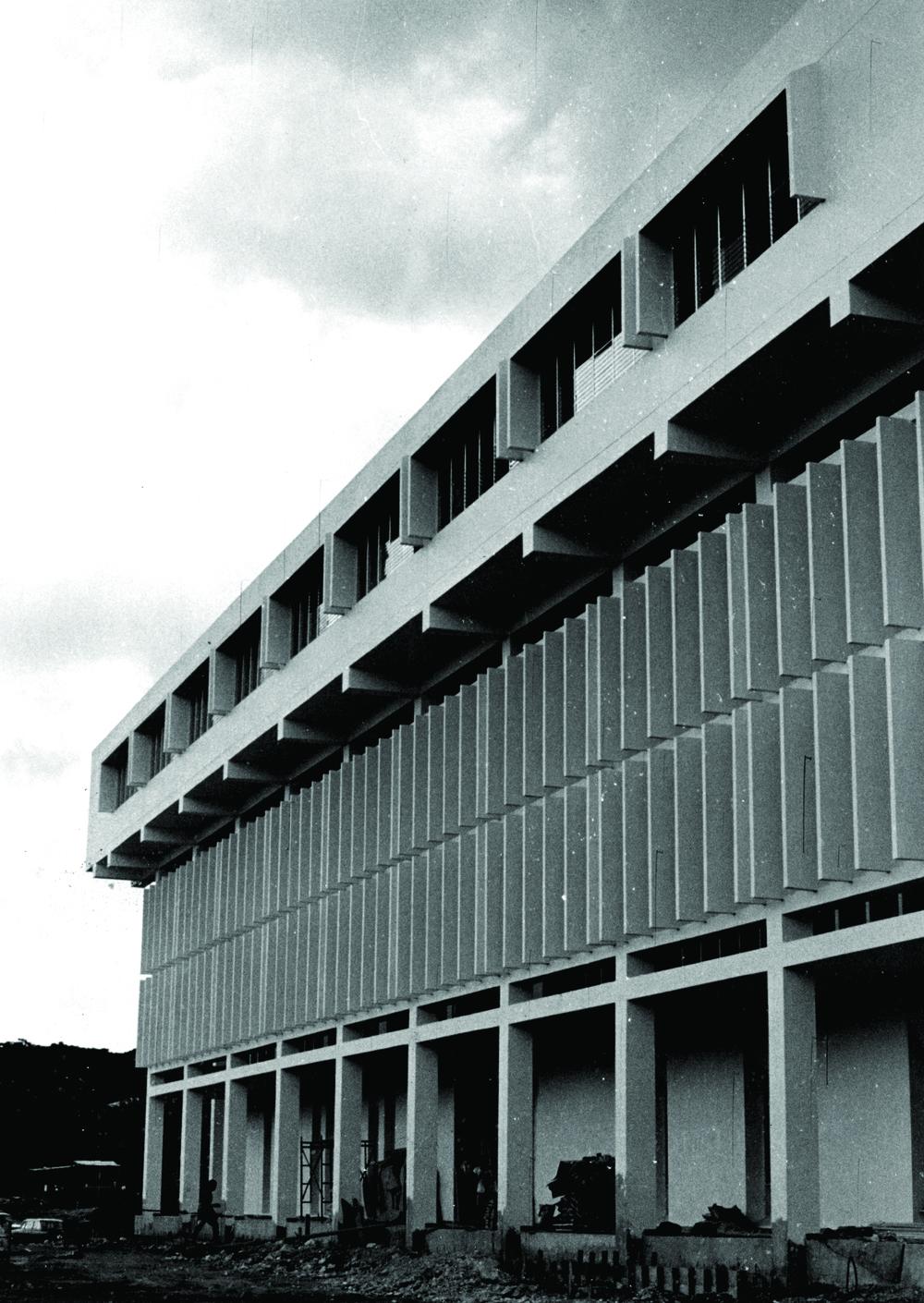 Biblioteca Nacional, Plaza de la Cultura, S.D. Tony y Danilo Caro Ginebra (diseño), Jaime Batlle (construcción), 1971.