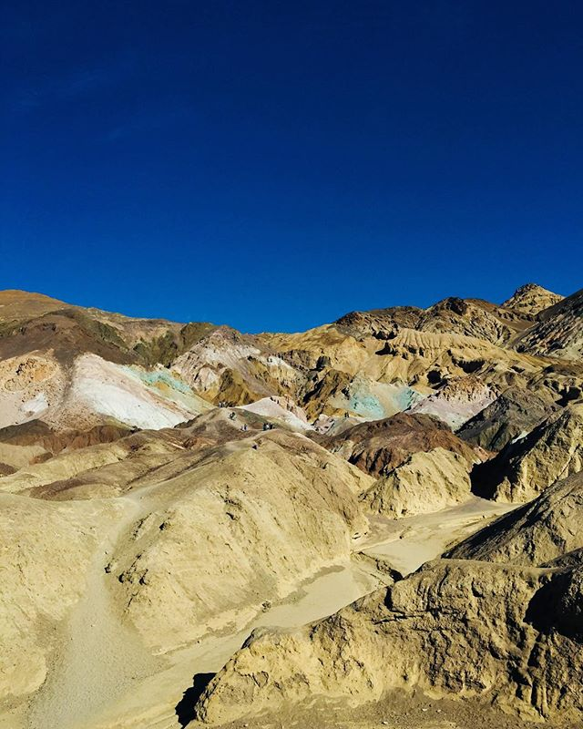 Death Valley was a mind-blower, and our third national park in three days! Merry Christmas from 'Murica y'all! 🇺🇸
