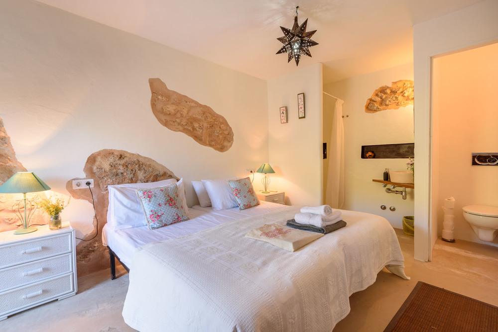 Yoga-Retreat-Ibiza-Luxury-Accomodation-27.jpg