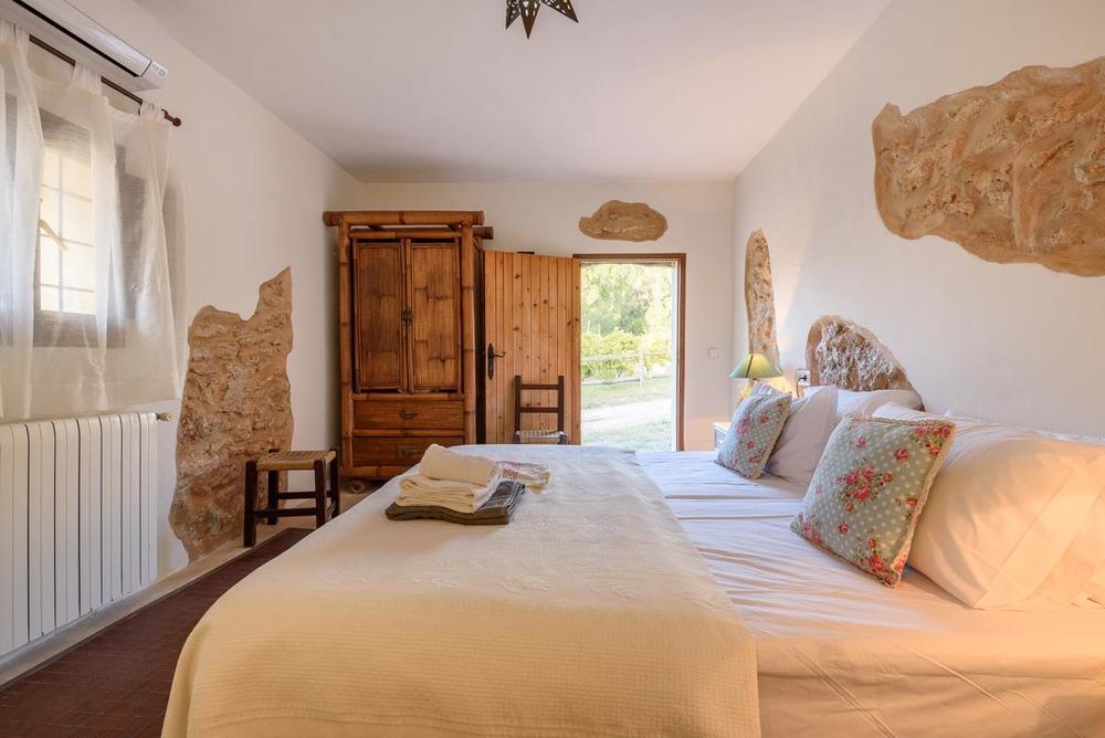 Yoga-Retreat-Ibiza-Luxury-Accomodation-29.jpg