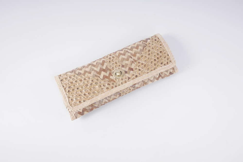 Straw Clutch  (The Bahamian Boutique)