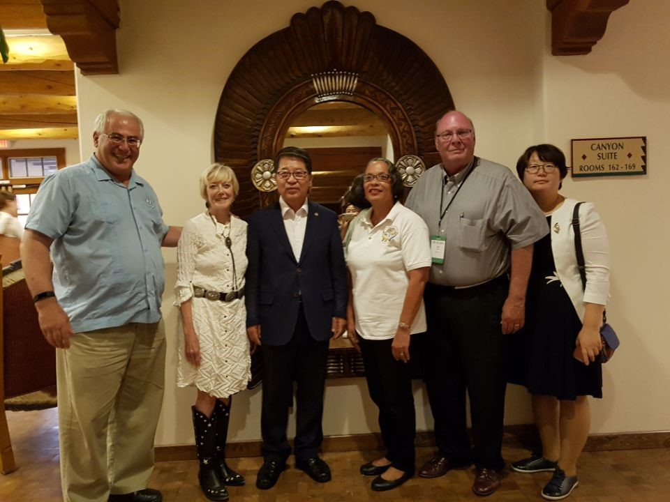 Pam Burnside meets with UCCN sister city delegates of Santa Fe, New Mexico and Icheon, South Korea.