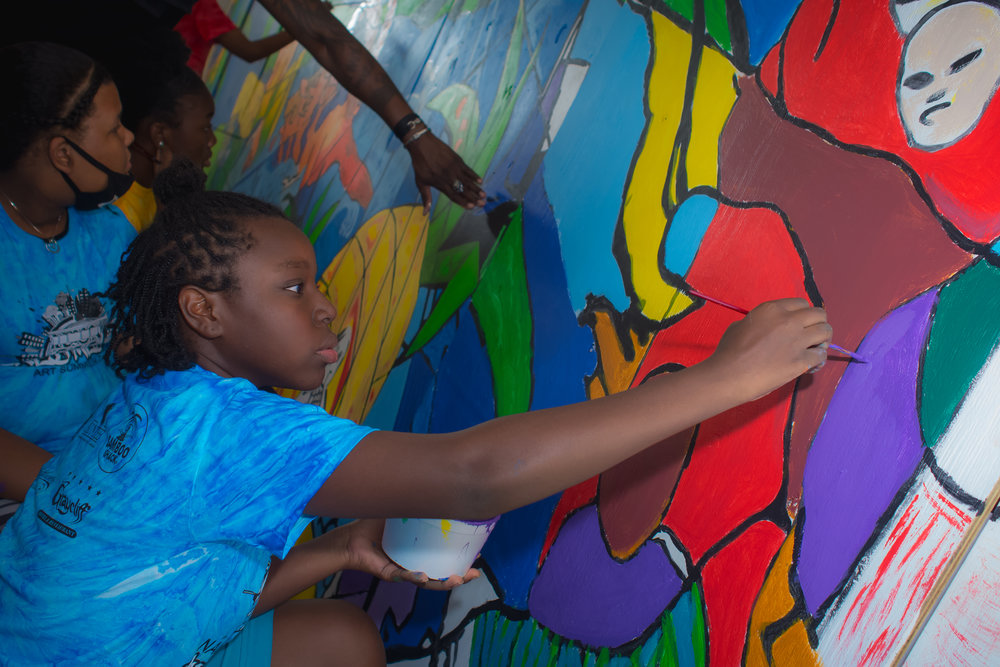 Students work to complete collaborative Eleuthera mural.
