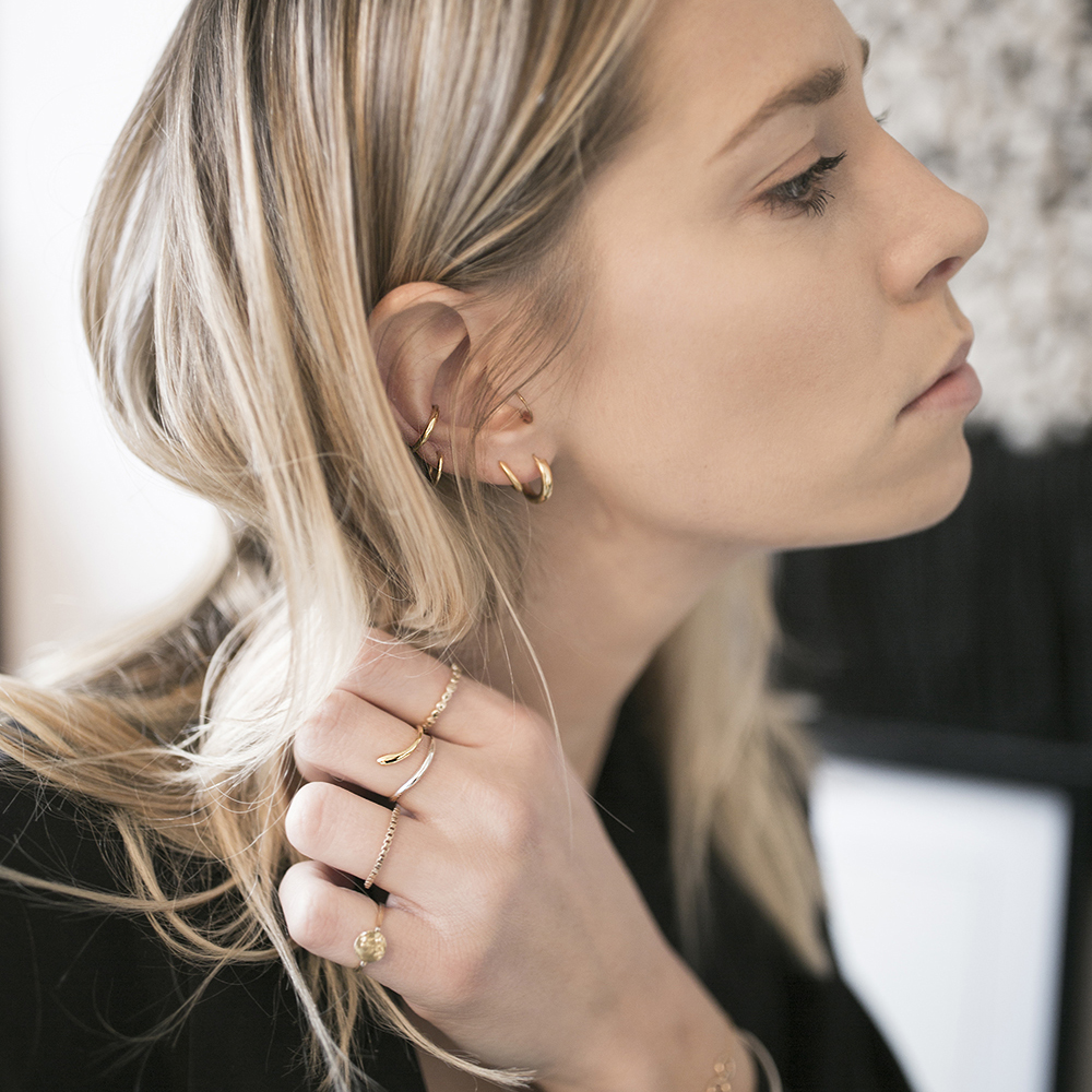 Lindsey Holland wearing the Felice Dahl Ljus Double Ear Cuff and Ljus RIng