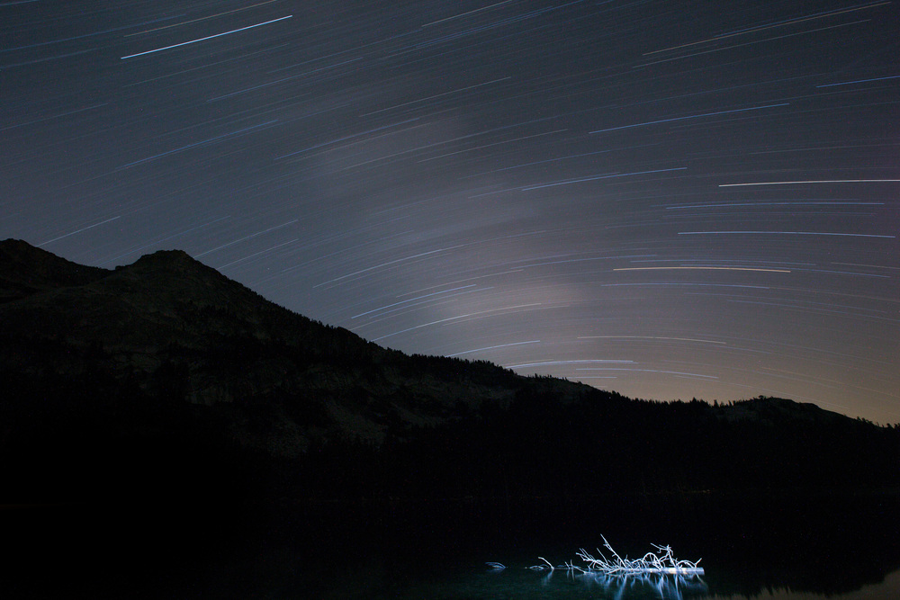 2 hour timelapse of the stars over Yosemite...