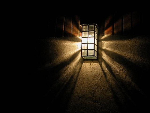 porch-light-1537794-640x480