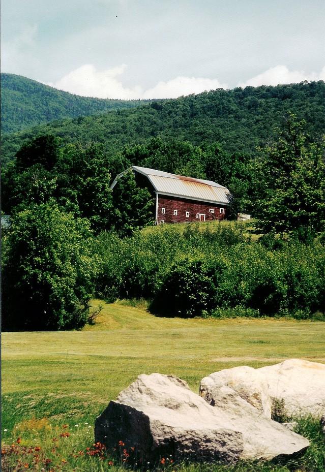 rustic-barn-1410133-639x929