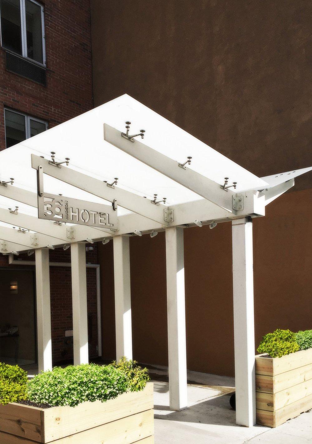 36 Hudson Hotel canopy  Manhattan / 2017