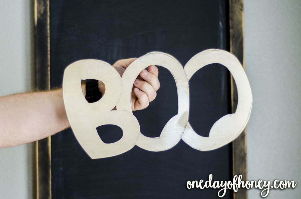 How to Easily Create a Decorative Mesh Ribbon Wreath Now! Click here:http://bit.ly/meshribbonwreath