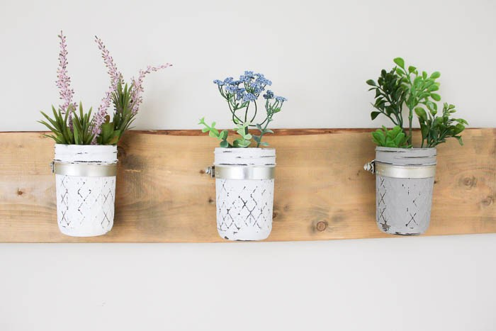 15 DIY Spring Home Decor and Craft Ideas   I have managed to collect some of the most beautiful and totally achievable Spring decor and craft ideas from some of the most fabulous ladies across the blogosphere. Click here to start beautifying your home for Spring >>> http://bit.ly/springdecor1