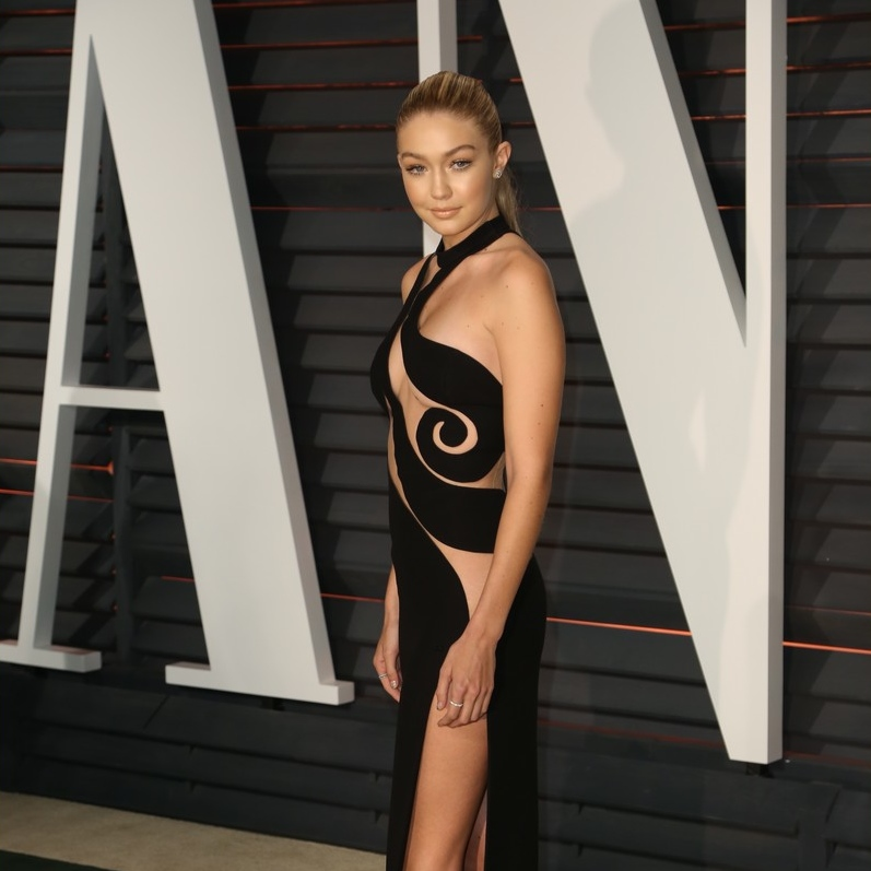gigi-hadid-cody-simpson-vanity-fair-oscar-party-14