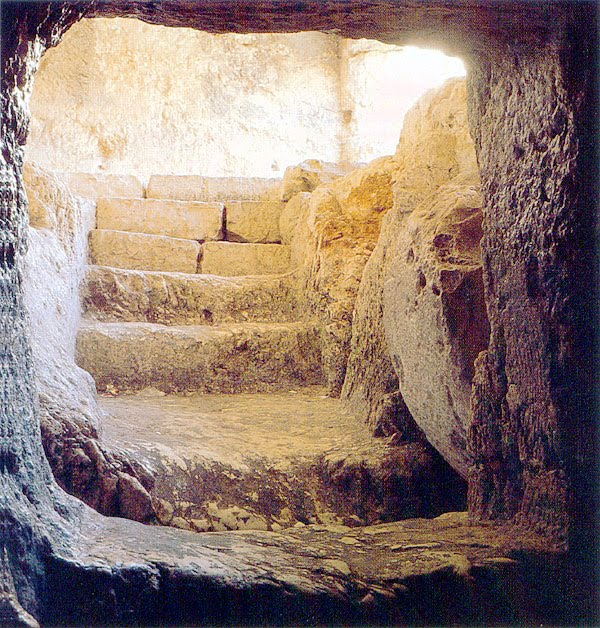 Empty-tomb-of-Jesus-Picture.jpg