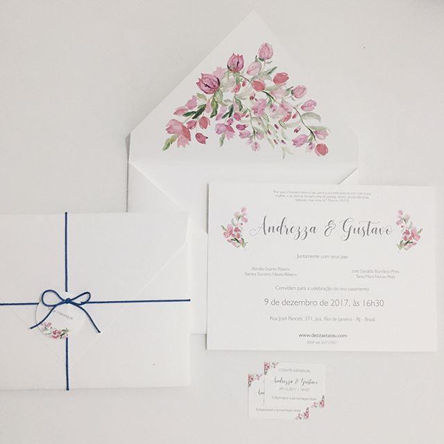 Bouganvilles para a identidade visual do casamento da Andrezza e do Gustavo. 💙 . . . . #duoamor #convites #convitesdecasamento #identidadevisual #casamento #bouganville