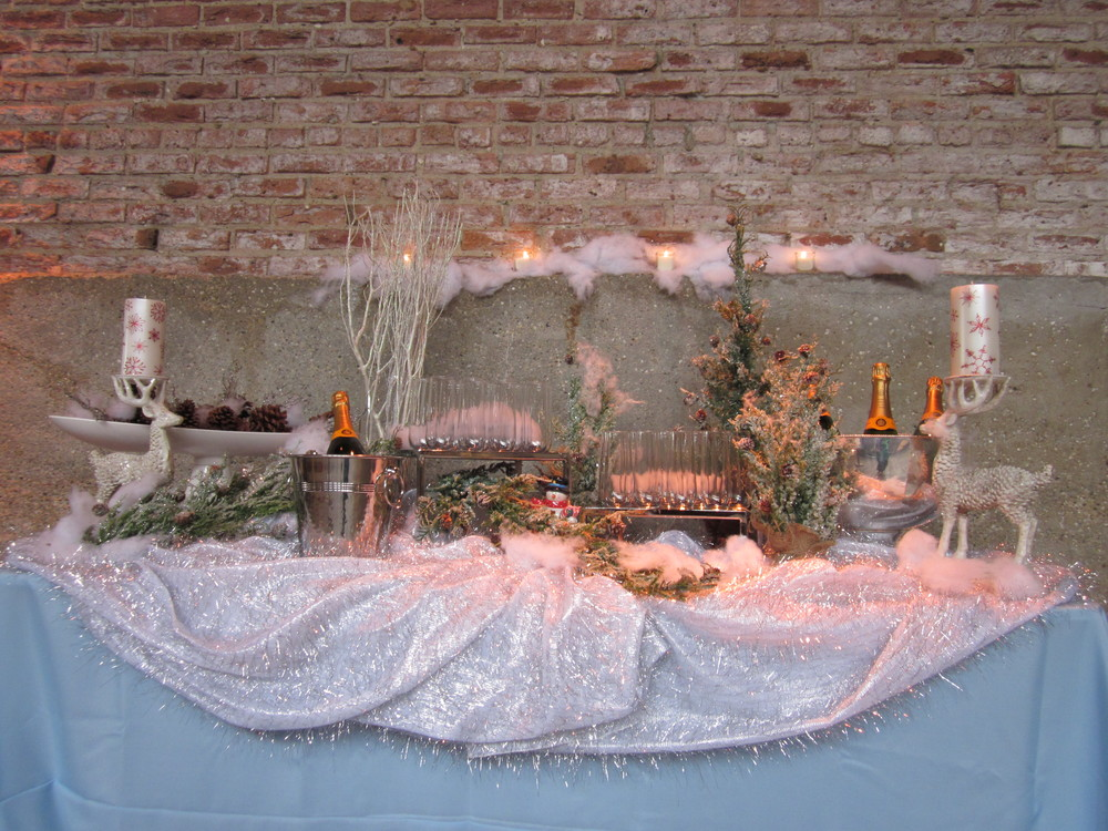 G1028.Champagne.Holiday.Table.jpg