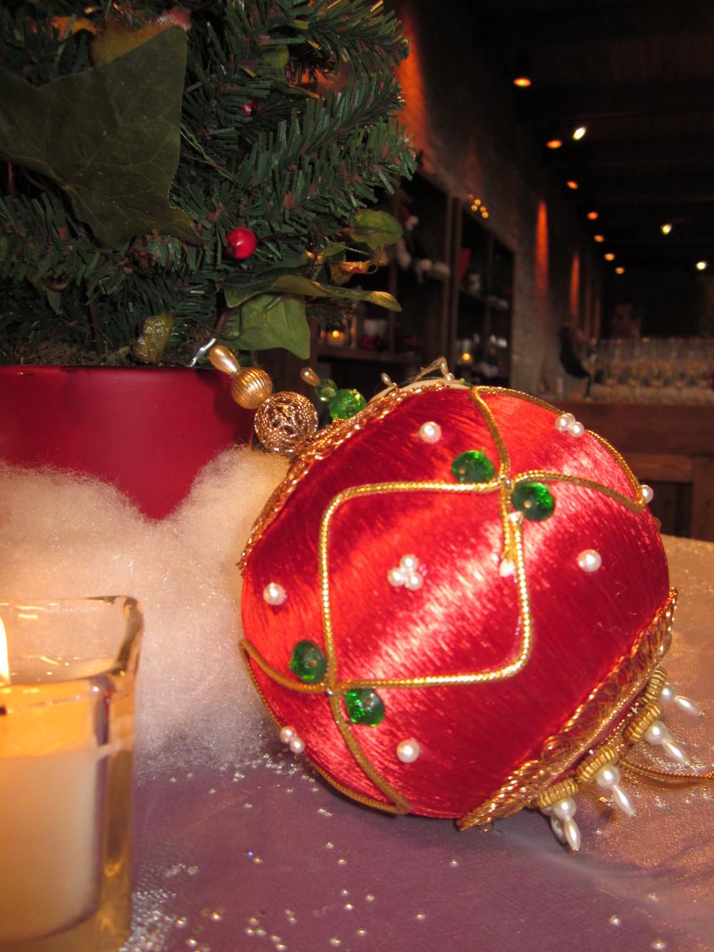 G1028.Ornament.Centerpiece.jpg