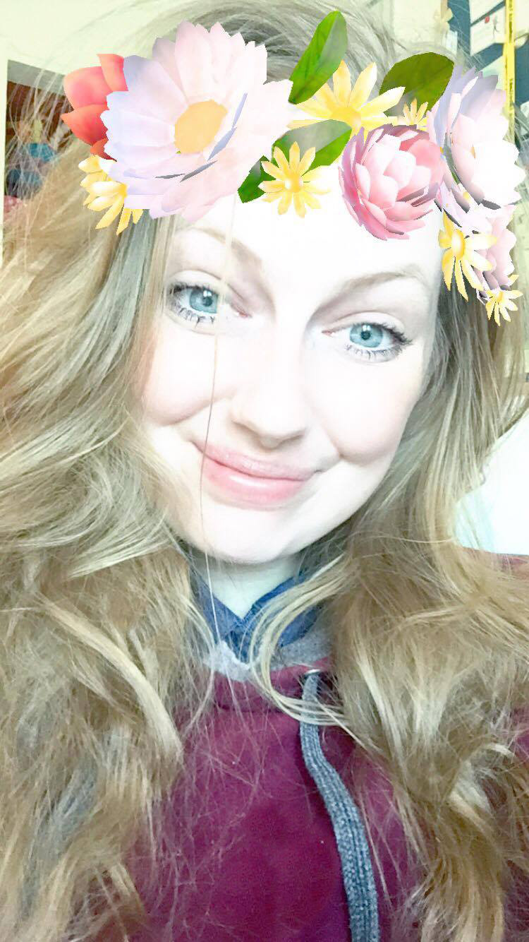 Flowet Crown Snapchat filter selfie.