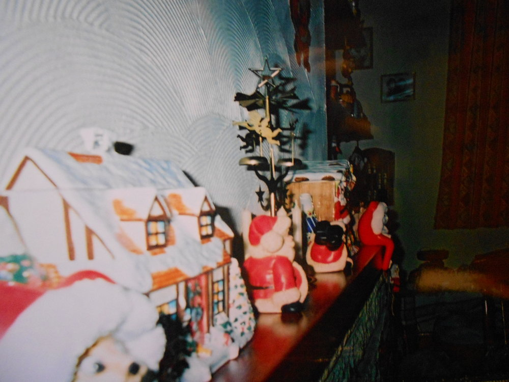 I found this polaroid of Christmas decorations from 2011. Legit looks like I lived in the 70s.