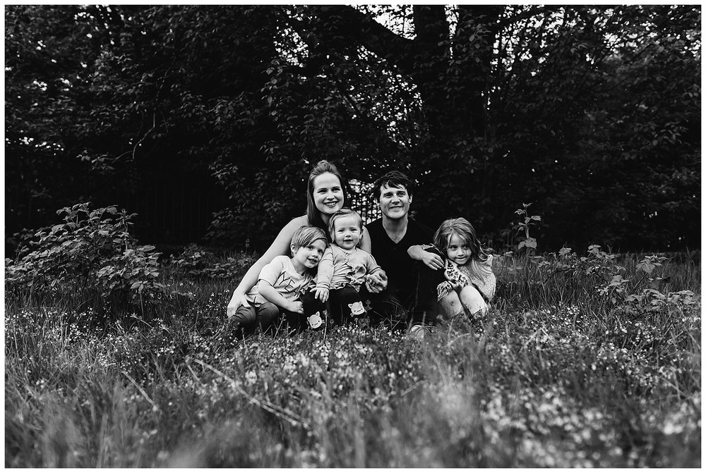 b&w family photography.jpg