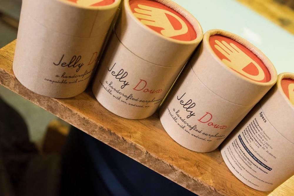 Hộp giấy tái chế của tai nghe thủ công thời trang Made in Vietnam Jelly Doux