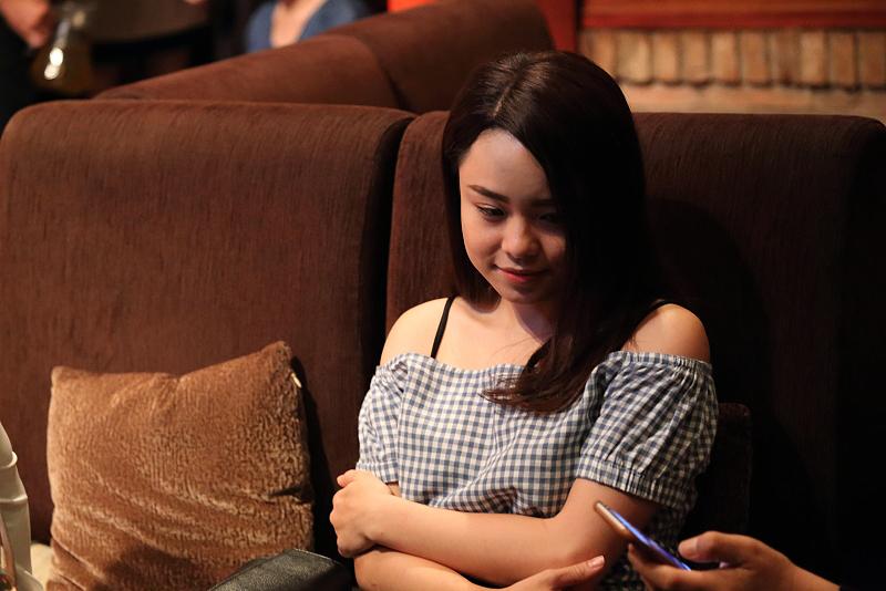"""Ca sĩ Thái Trinh với giọng ca dễ thương qua bài """" Nhé Anh """""""